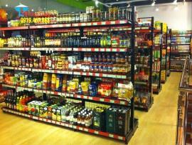 Cách trưng bày hàng hóa đẹp lên giá kệ siêu thị màu đen