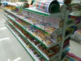 Kệ siêu thị bày hàng sách báo