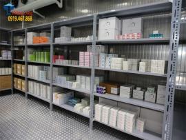Kệ kho hàng để thuốc, dược phẩm đạt tiêu chuẩn GSP